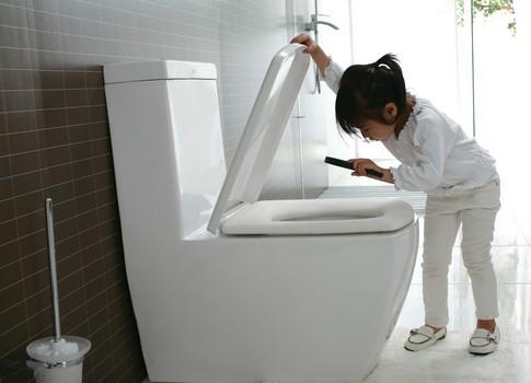 选购前先确认家中马桶的排污孔距(墙壁之排水