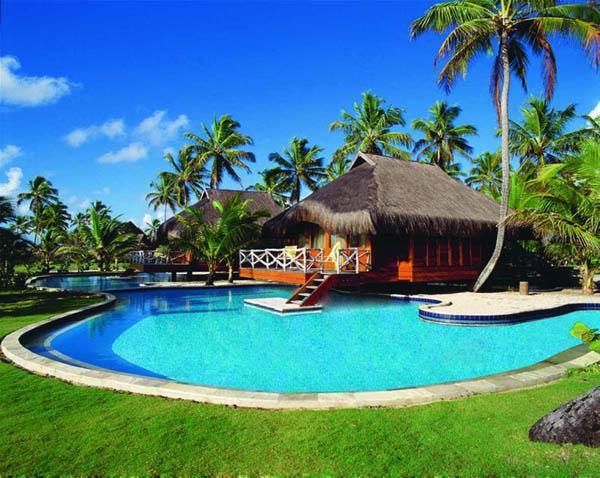 完美的浪漫度假和蜜月,异国情调的海滩度假村难奈嘎林海斯港被定义为舒适豪华,水天一色的。延伸6000多平方米,巨大的游泳池被分为不同的区域之间的放松。游泳车道导致俯瞰大海的沙滩,欢迎那些寻找豪华的气泡按摩浴池,水上排球爱好者有自己的泳池区,孩子们可以享受特殊的水区建有心目中的安全和乐趣。
