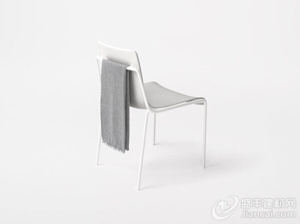 Offset-Frame椅子是一个极简设计的椅子,由东京设计公司Nendo创作。叠加的椅子可以在不同的设置中使用,包括会议区域或办公室的开放空间。 金属框架从外壳略向外突出,让用户可以轻松地将椅子堆叠或分开。此外,突出的金属和座位之间的空间可以用来挂毛巾或衣服。 椅子上有八个不同的模型,带有不同的框架,从扶手椅到单腿椅。外壳有六种颜色,框架,可拆卸的织物,皮革盖子有三种颜色可供选择。