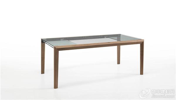 玻璃的轻盈被温暖的胡桃木框架平衡