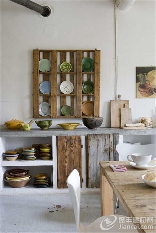 装饰.从桌面到台面,复古胡椒瓶或古董篮子可以很好地融入进高清图片
