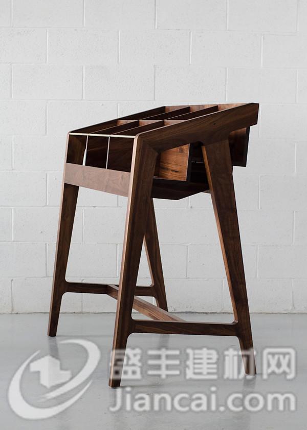 手工制作的木制展示架