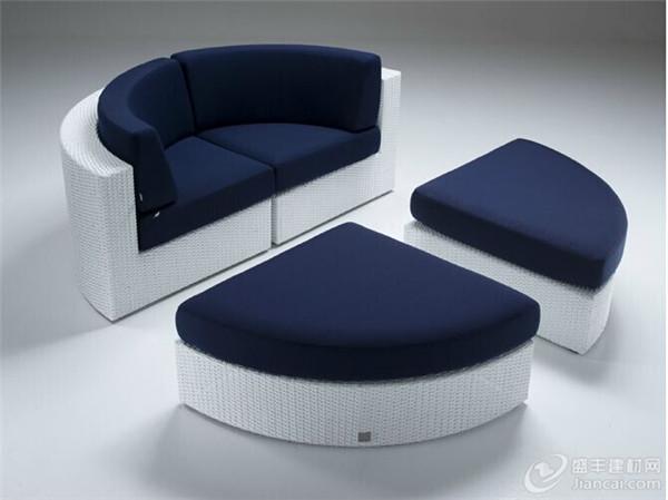 这个圆形沙发实际上是四个元素的组合