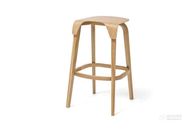 顾名思义,这个叶子作品集专注于椅子和酒吧高脚凳,是为了向树木