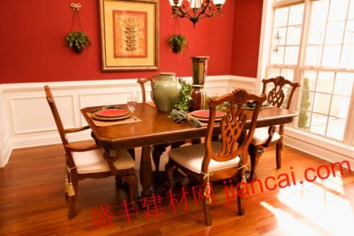 传统的餐桌通常由樱桃或红木
