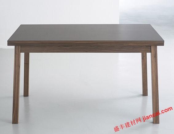 家具设计师padwick设计的木材制造的桌子