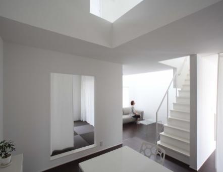 简约轻松的现代家庭住房