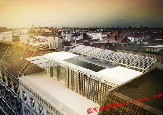 柏林公寓屋顶由太阳能供电图片