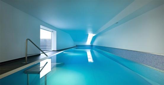 带大型室内游泳池区的独家住宅设计