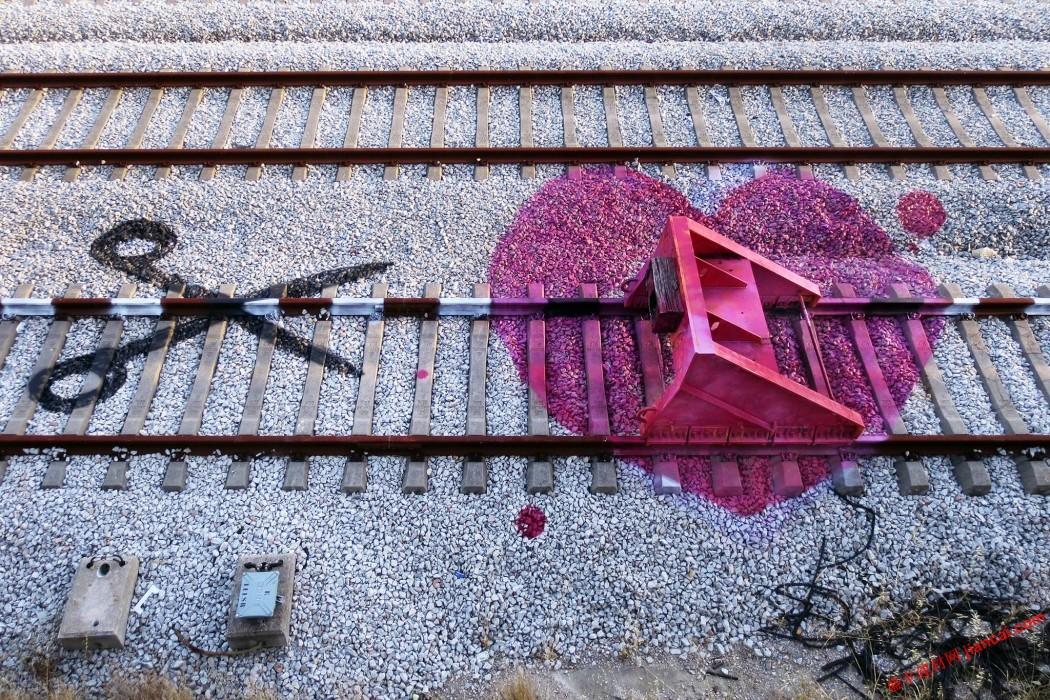 上这个系列设计,由葡萄牙艺术家阿图尔的思维,他巧妙地在铁轨的水平
