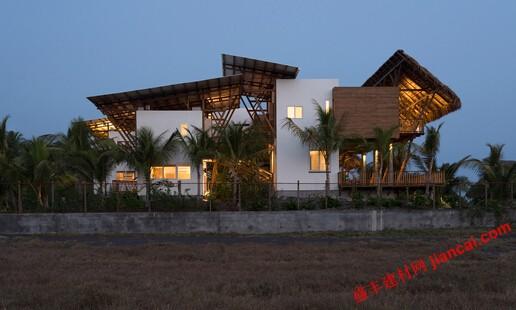 危地马拉海滨别墅的变体架构