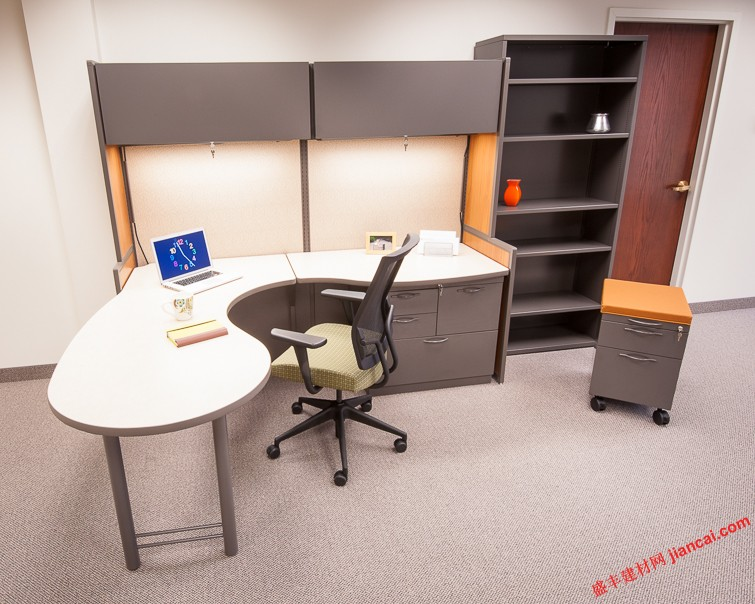 模塊化辦公家具變更,代替乏味的辦公室設計。他們是最有可能由現在成為歷史。多虧了模塊化辦公家具,在這個新的時代出現了。越來越多的公司都認識到,這些作品制作的產品更有效率和效益為他們的業務。對空間的分區,人們可以聚集創造良好的辦公氛圍。   家具像樂高積木塊。   我們都知道,辦公組合家具利用配件進行組裝。這樣一個辦公室都會有各種各樣的,尺寸和辦公用品的形狀,可以根據客戶的需要和品味而改變或修改。這是突破室內設計,因為今天,它可以設計工作辦公室在一個更藝術的方式。   有多種顏色和款式可供選擇。   不同于蒼