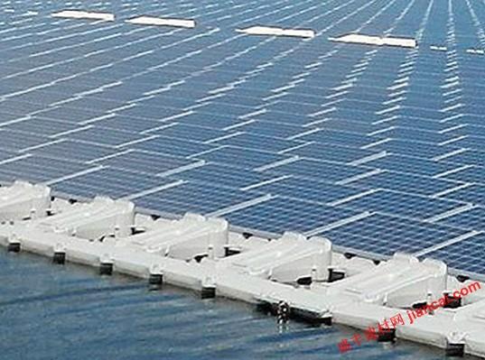 """京瓷集团和东京世纪租赁公司日前宣布,计划建造世界 的漂浮太阳能电站。庞大的13.4兆瓦的工厂将位于千叶县(日本),并拥有足够的功率为4700家企业带来电源。该项目将高达5万个京瓷太阳能电池组件和将产生每年15635兆瓦的电力。京瓷集团建立和维护工厂。 京瓷高管北村信夫表示:""""该技术已经走过了漫长的道路,在过去的几十年。当我们 次在1970年中期开始研发太阳能,该技术是 可行的小型应用程序,如路灯,交通标志和电信站。从那时起,我们一直在努力使太阳能利用率在更多地方,且无处不在。有我们的业务扩展到"""