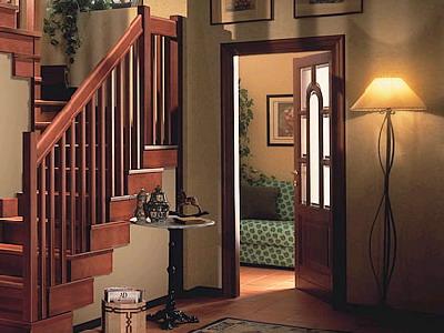 现在,楼梯护栏 中锻打的花纹选择余地较大,有柱式的,也有各类花纹组成