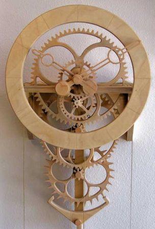 木制最环保 纯木料打造的创意时钟